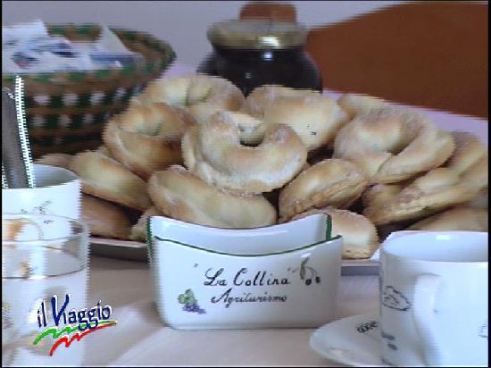 La Collina : Abbondante colazione a base di dolci tradizionali