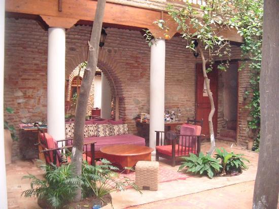 Riad Hidden : The peaceful courtyard