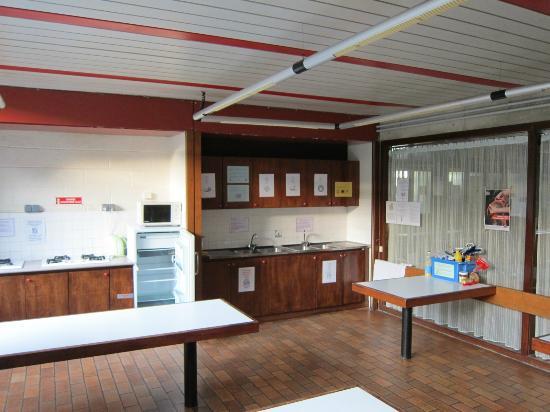 Hostel Lorient: 自炊用キッチン