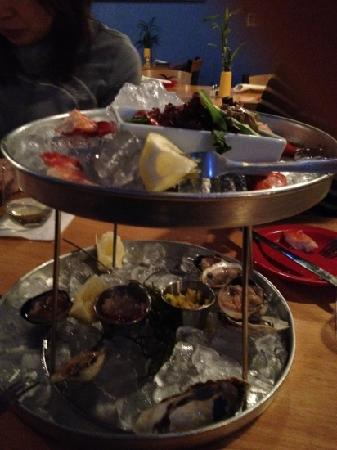 Blue-Eyed Crab Grille And Raw Bar : シーフードプラッター