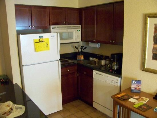 Staybridge Suites Allentown West: Nice small kitchen in the room