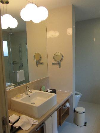 Fraser Place Kuala Lumpur: The Bathroom