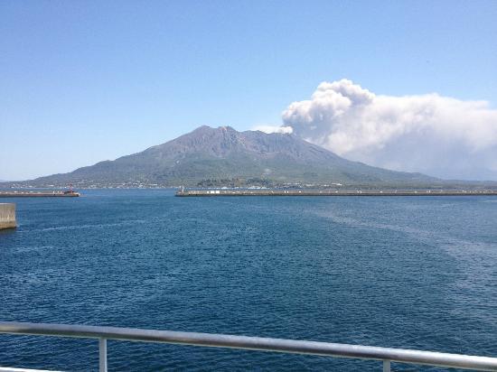 Kagoshima, Japon : 噴火中