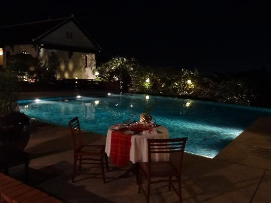 Belmond La Residence Phou Vao: Restaurant at night