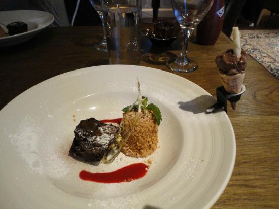 Dunnikier House Hotel: Iced Tiramisu Parfait with Chocolate Brownie
