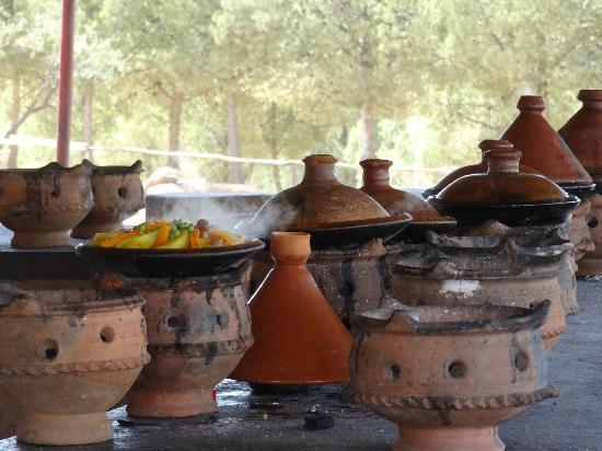 Terres d'Amanar: Cuisine du restaurant le Tintar le midi
