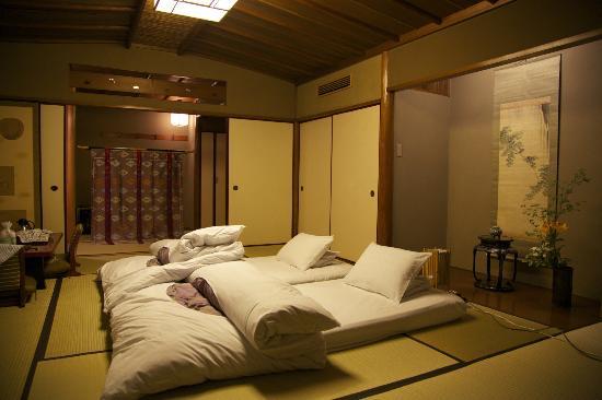 Hiiragiya: bed