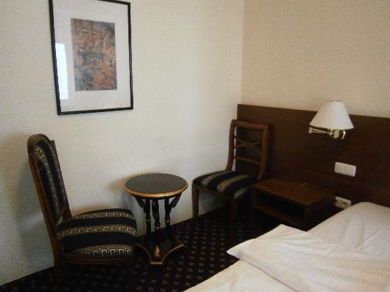 Hotel Stachus: Dormitorio matrimonial