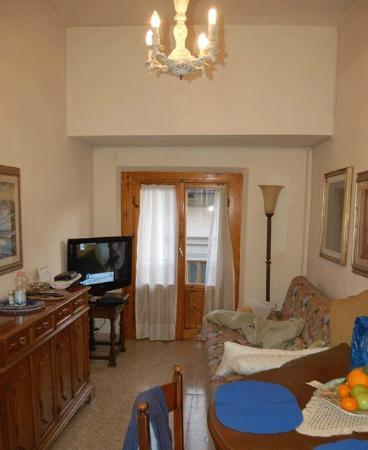 Alfani House: Living room