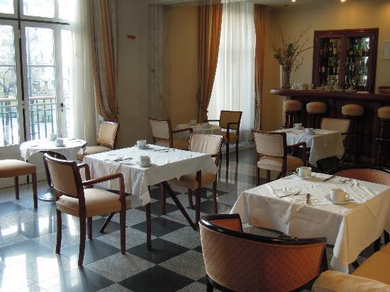 ホテル メトロポーレ, 朝食会場。窓の外はロッシオ広場