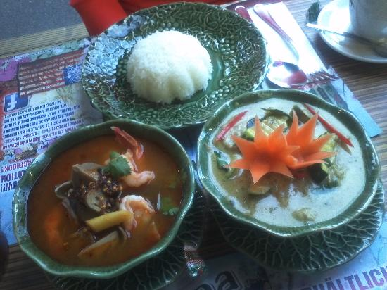 Restaurant Little Thai: Tom Yum Seafood & Pork Green Curry