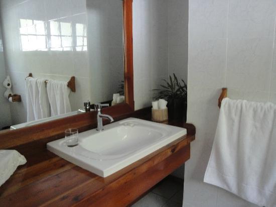 Le Sans Souci Guesthouse: Bathroom