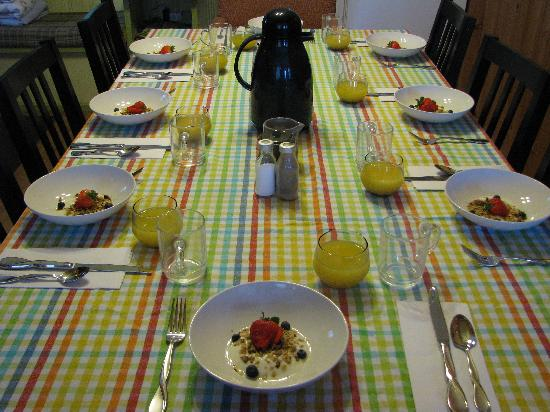 Auberge de Mon Petit Chum B&B : For a group, seating up to 12 people for gourmet breakfast.