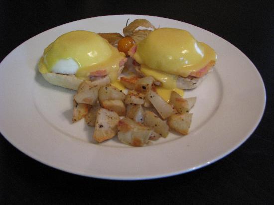 Auberge de Mon Petit Chum B&B: Eggs Benedict