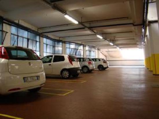 BEST WESTERN Hotel Piemontese: Garage hotel