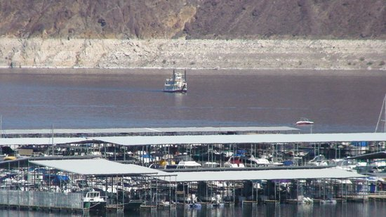 Lake Mead RV Village: Paddlewheeler approaching marina