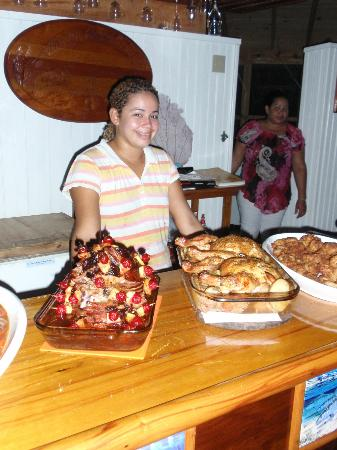 Mango Creek Lodge : Friday Night Buffet with Resident Cook, Dahlia