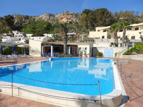 Hotel / Villaggio Cala Mancina: Poolen