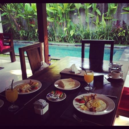 The Khayangan Villas: breakfast for 2