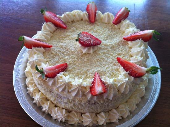 Bramleys Tearooms: Strawberry and White Choc Gateau