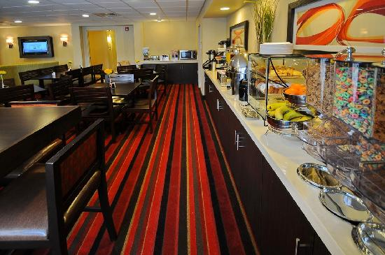 BEST WESTERN PLUS Denver International Airport Inn & Suites: Breakfast Room 2