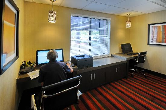 BEST WESTERN PLUS Denver International Airport Inn & Suites: Business Center
