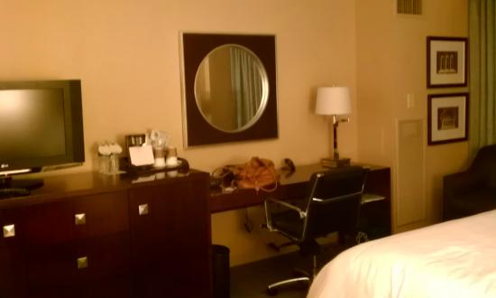 Westin Alexandria: Room 763: Workstation