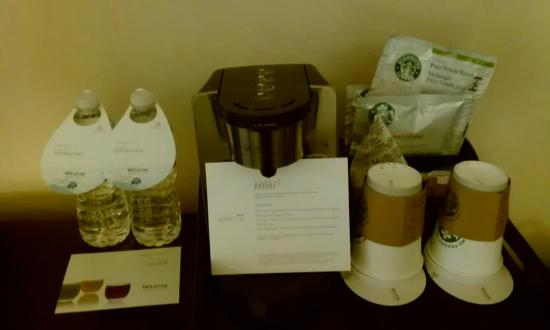 Westin Alexandria: Room 763: free coffee/tea!