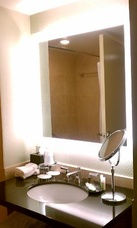 The Westin Alexandria: Room 763: Vanity