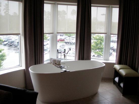 HYATT House Richmond-West: Huge Soaking Tub