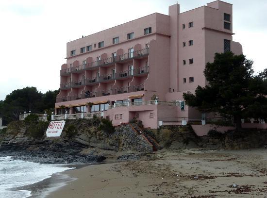 Hotel Grifeu : Vista desde la playa