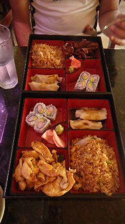Tayzan Bar and Grill: Bento Box =)