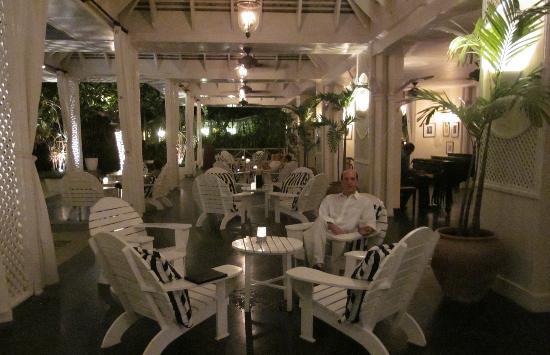 Round Hill Hotel & Villas: Veranda