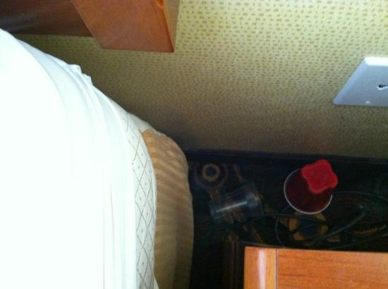 Comfort Inn Kent : behind the night stand