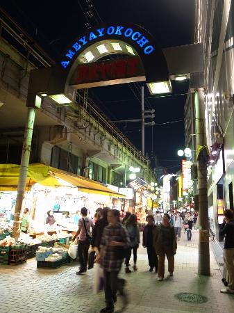 Ameyoko Shopping Street: 上野駅よりのゲート