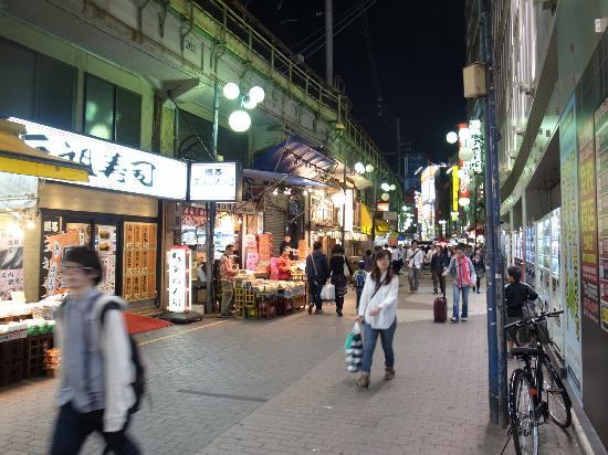 Ameyoko Shopping Street: アメ横/上野駅よりは比較的整然としてます
