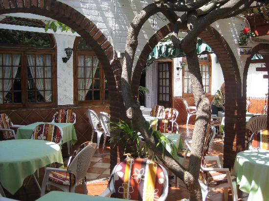 Pepe Rico: Courtyard tables