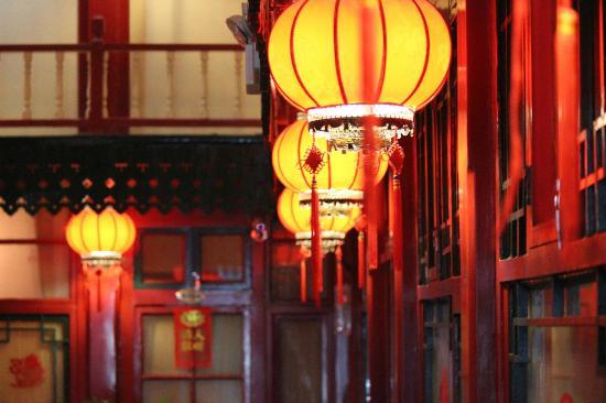 Splendid Zhuang Hotel : Lanterns line the hall
