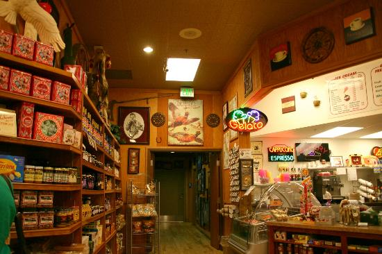 Granzella's Restaurant & Deli: Hallway to Bar and restrooms