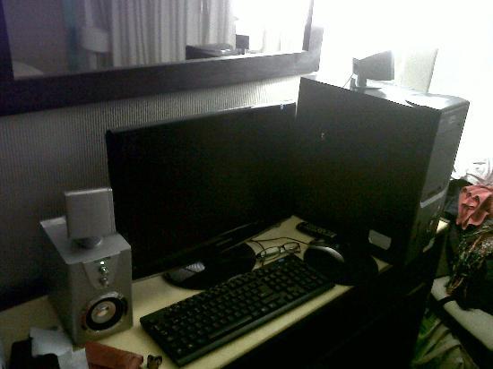 Ker Urquiza Hotel & Suites: la computadora en la habitacion - no muy buena pero aceptable
