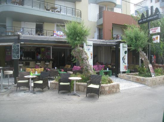 Alia Beach Hotel: Hotel view