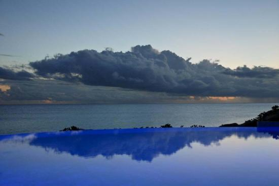 The Westin Dawn Beach Resort & Spa, St. Maarten : Pool overlooking the beach.