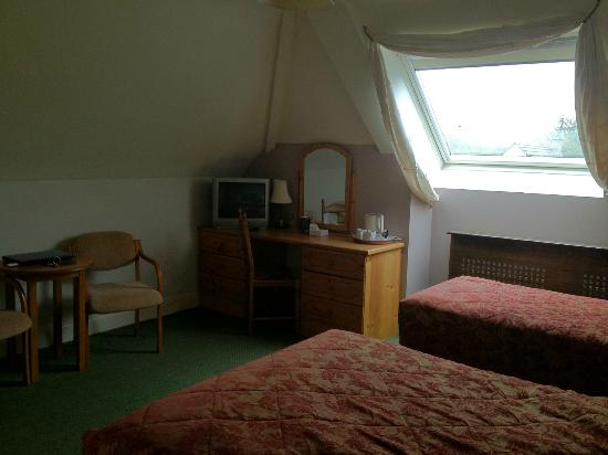 Hylands Burren Hotel: quiet comfortable huge room with a view of the Burren