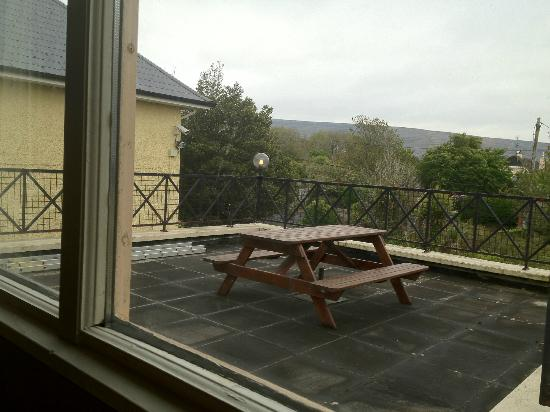 Hylands Burren Hotel: nice outdoor area when weather permits