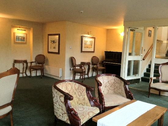 Hylands Burren Hotel: one of several sitting areas, this one with piano