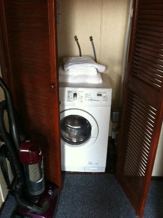Belan Bach Lodges: Washer/dryer