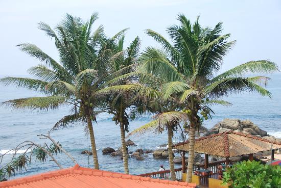Sri Gemunu Beach Resort: Beach