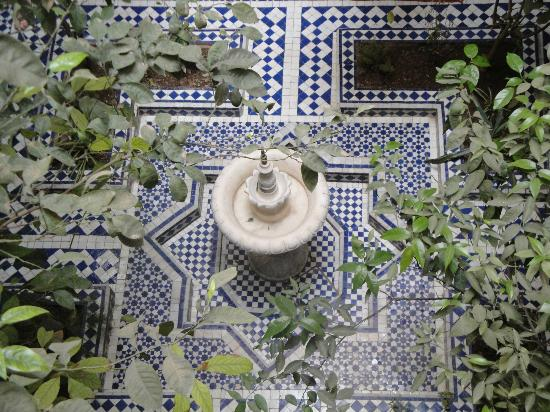 Riad Bab Chems: le jardin intérieur avec sa fontaine