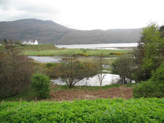 Riverview B&B: View over the loch