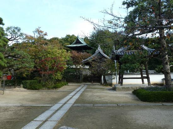 Kanryuji Temple: Tempelanlage mit Glocke